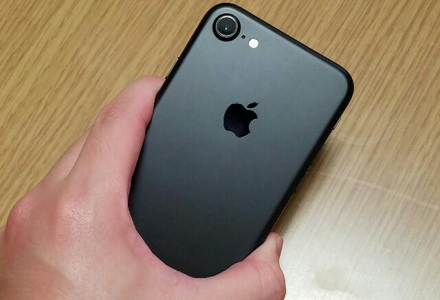 「iPhone7」の本体が異常に熱くなるユーザーが続出!?-防水防塵対応による影響か