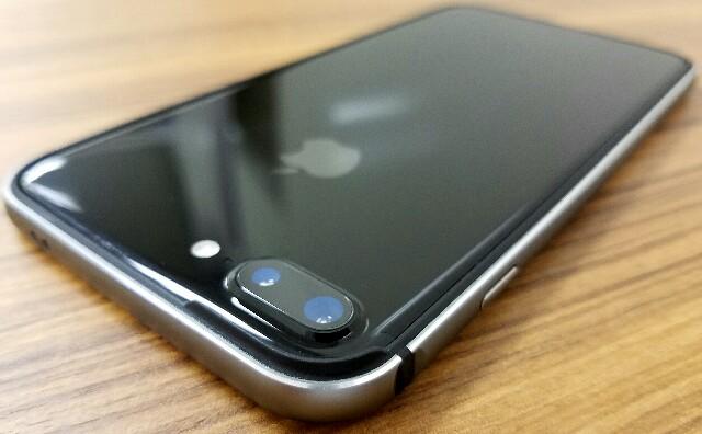 ジェットブラックユーザー必見:iPhone7 / iPhone 7 Plusのお薦めケースはコレ!!現状コレ以外考えられない、全面ガラス保護フィルムとの相性も良い◎