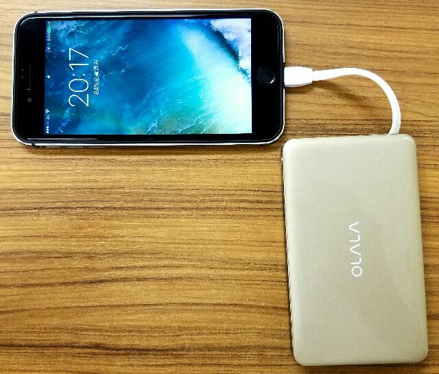 iPhone 7シリーズでも使える:「OLALA MFi認証済みモバイルバッテリー7500mAh ライトニングケーブル&USBケーブル内蔵」ケーブル内蔵で持ち歩かなくても良いのでとっても便利!
