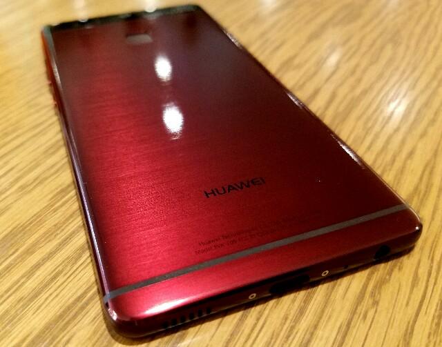 高級感溢れる完璧な一台「HUAWEI P9」新色レッド購入開封レビュー!-妥協のないライカダブルレンズが魅力的