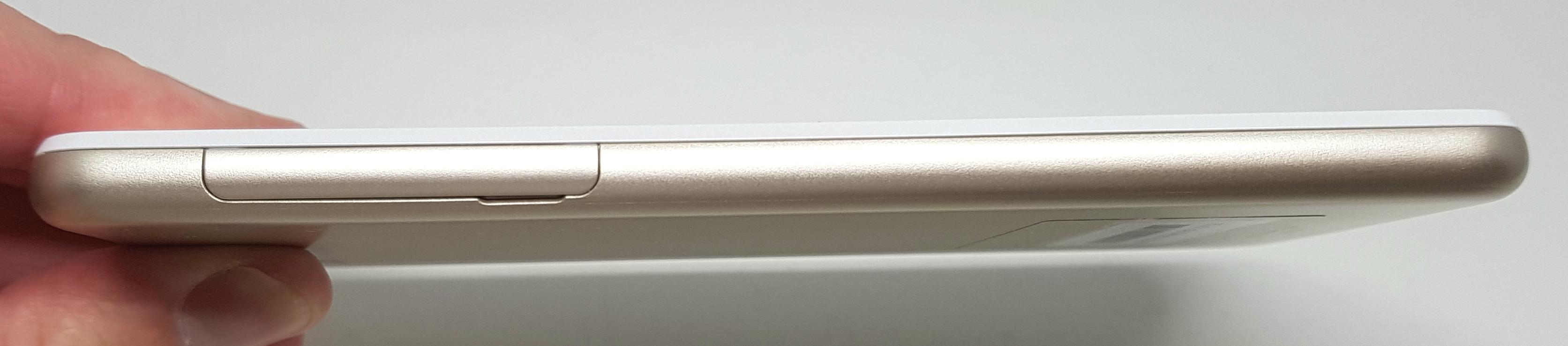 UQmobile最新スマホ「AQUOS L2」実機レビュー!安心の防水防塵対応、月々2,138円から利用可能!