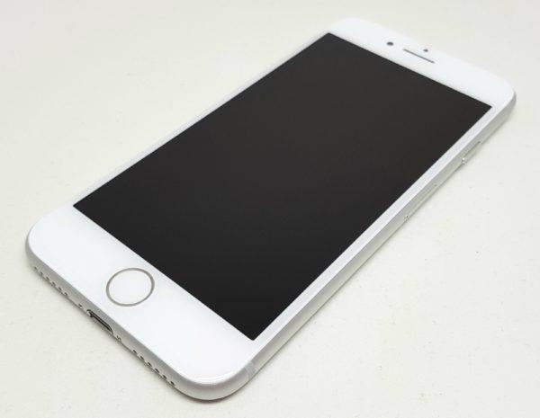 iPhone 8の前面