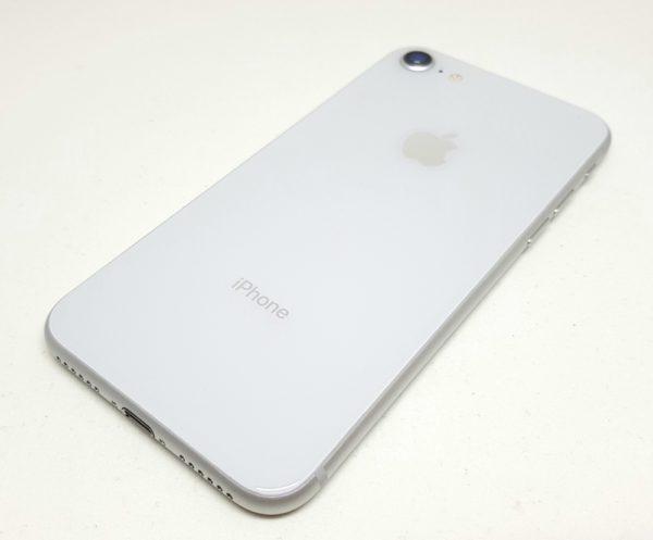 iPhone 8本体背面