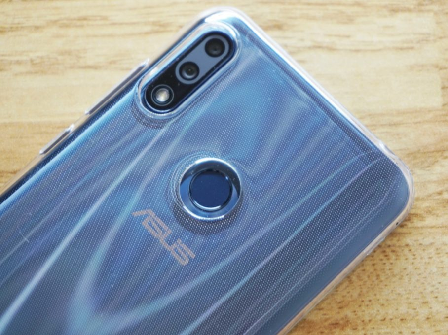 ASUS ZenFone Max Pro M2にケースを付けた時のカメラ部分の写真