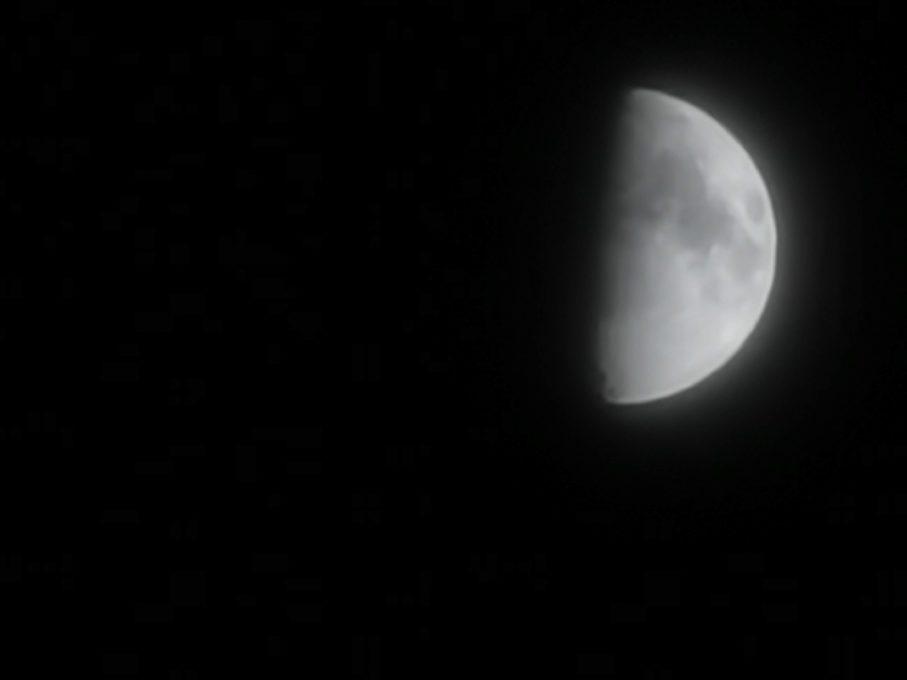 HUAWEI P30 Proで月を撮影した写真