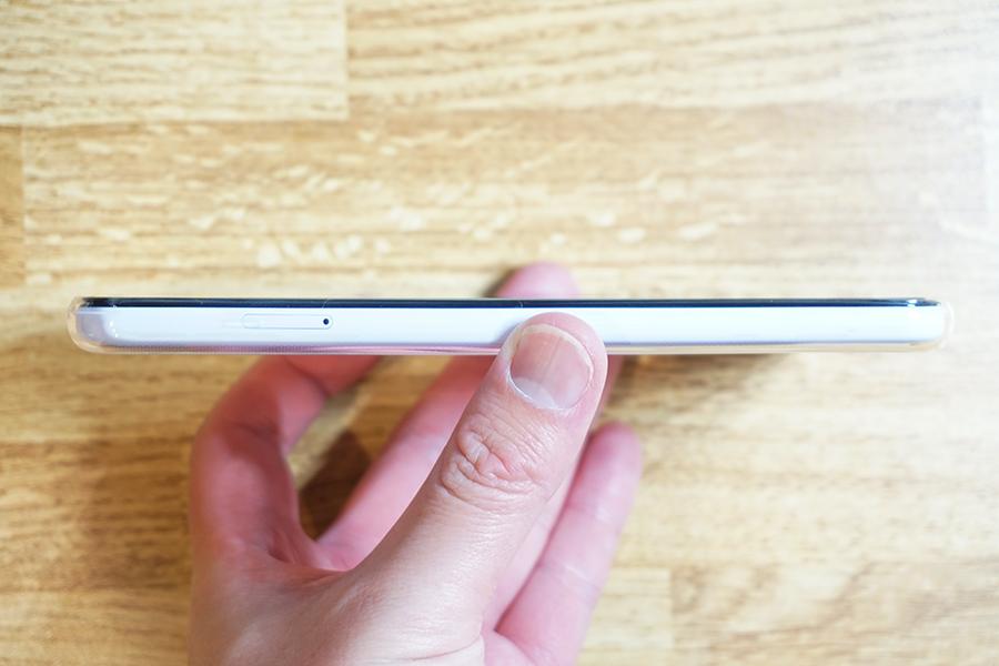 ケース装着時のGoogle Pixel 3a XL側面左側