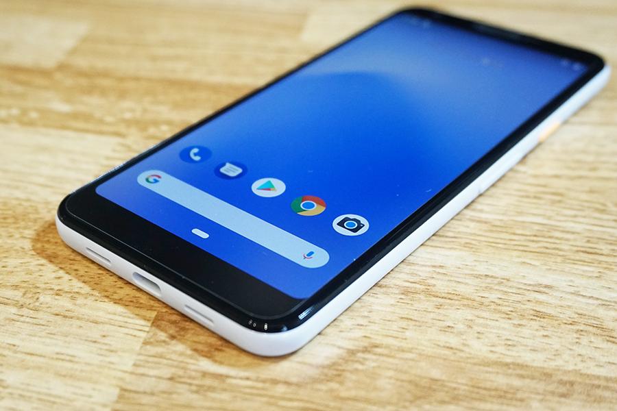 Google Pixel 3a用ミヤビックス保護フィルムを貼ってみた状態の写真