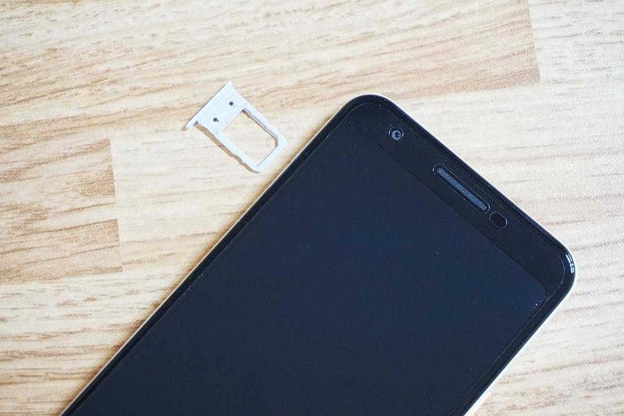Pixel 3a SIMカードトレイ