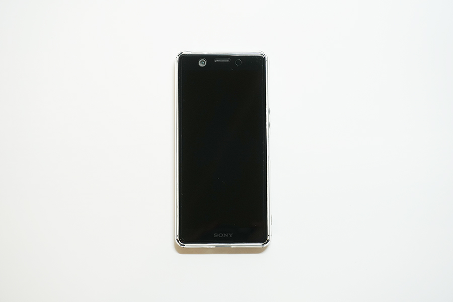 Xperia Ace SO-02Lに保護フィルムとケースを付けた状態