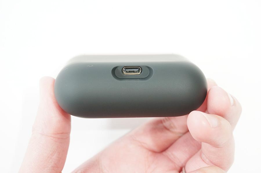 WF-1000XM3の充電コネクタはType-C