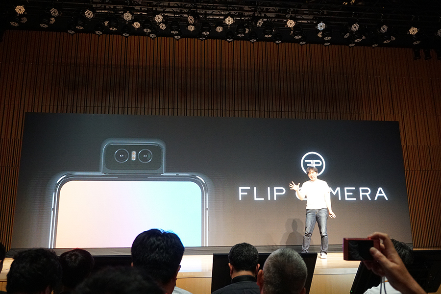 ZenFone 6にはフリップカメラが搭載