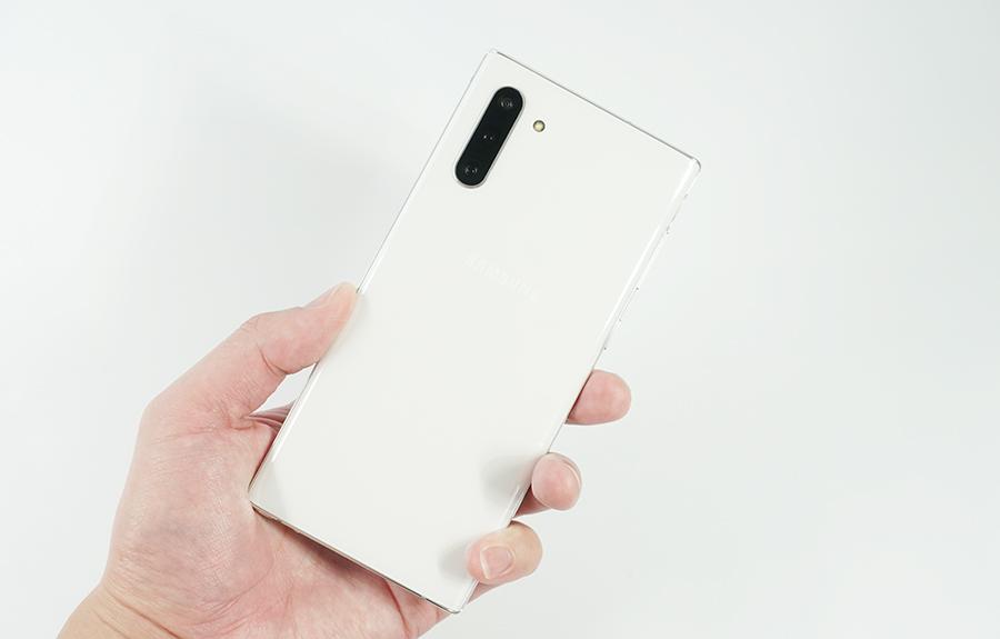 Galaxy Note10の方がふとした時、手にしやすい。