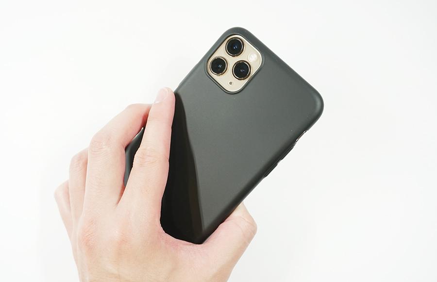 ブラックバードケースをiPhone 11 Pro Maxに付けて持ってみた