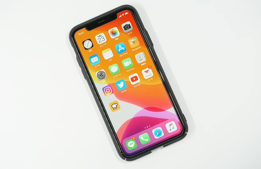 iPhone 11にブラックバードケースを付けても保護フィルムと干渉しない