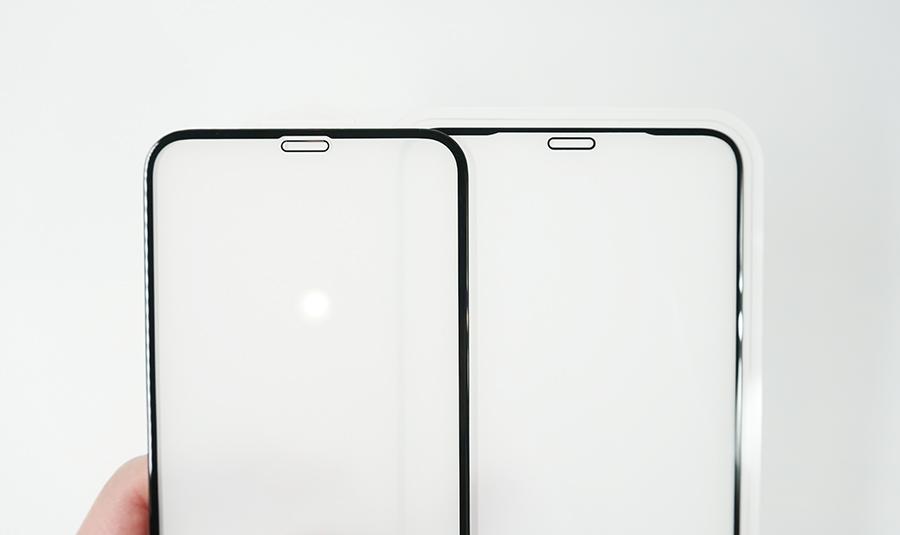 左がNimasoの3Dガラスフィルム、右がSHINEZONEの3Dガラスフィルム