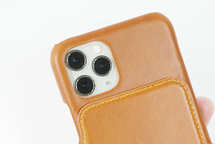 カメラ部分は、しっかり保護