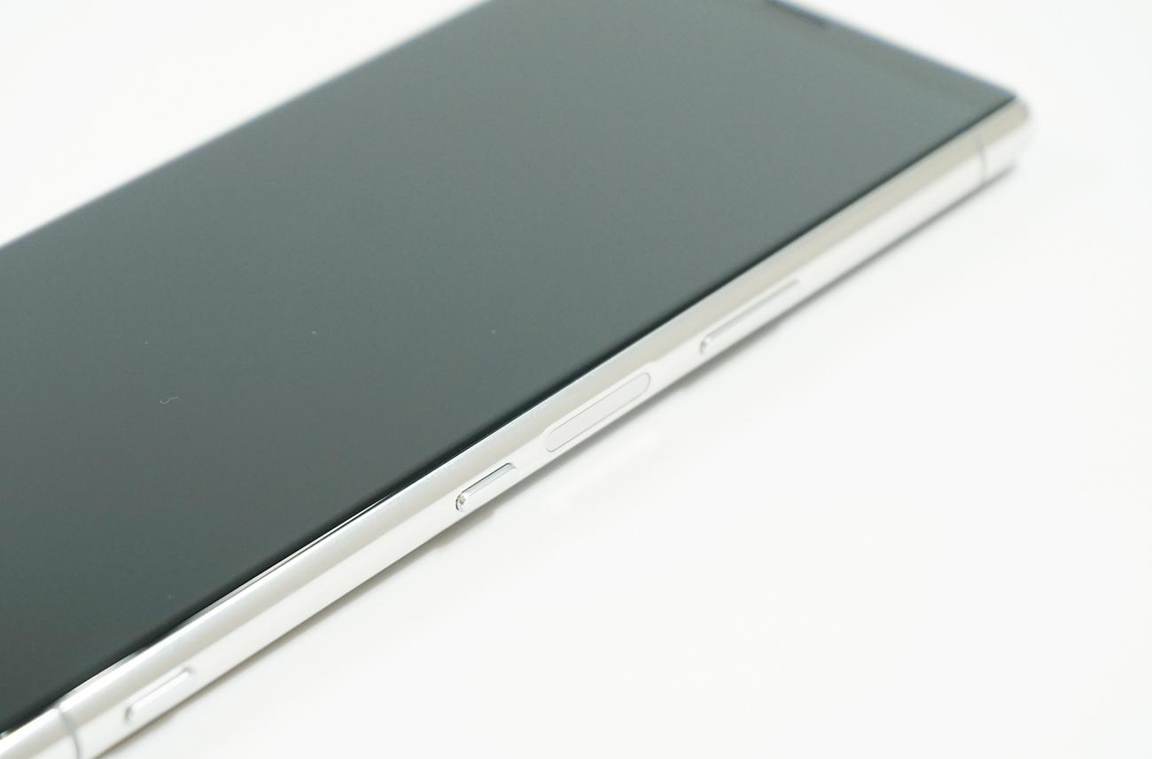 ちょうどよい位置の側面指紋認証センサーが使いやすい