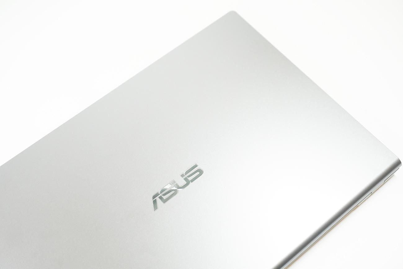 ASUS X545FAの天板