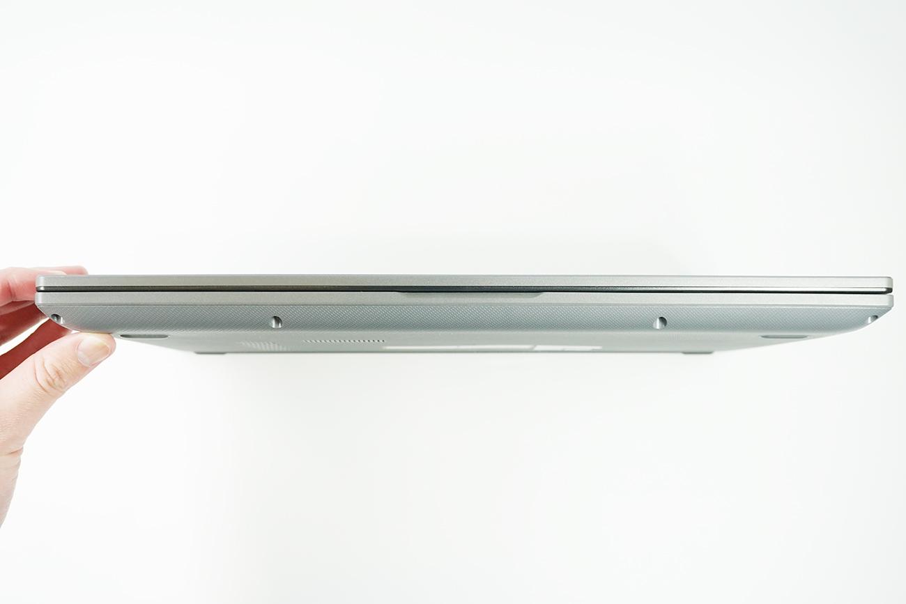 ASUS X545FAの前面