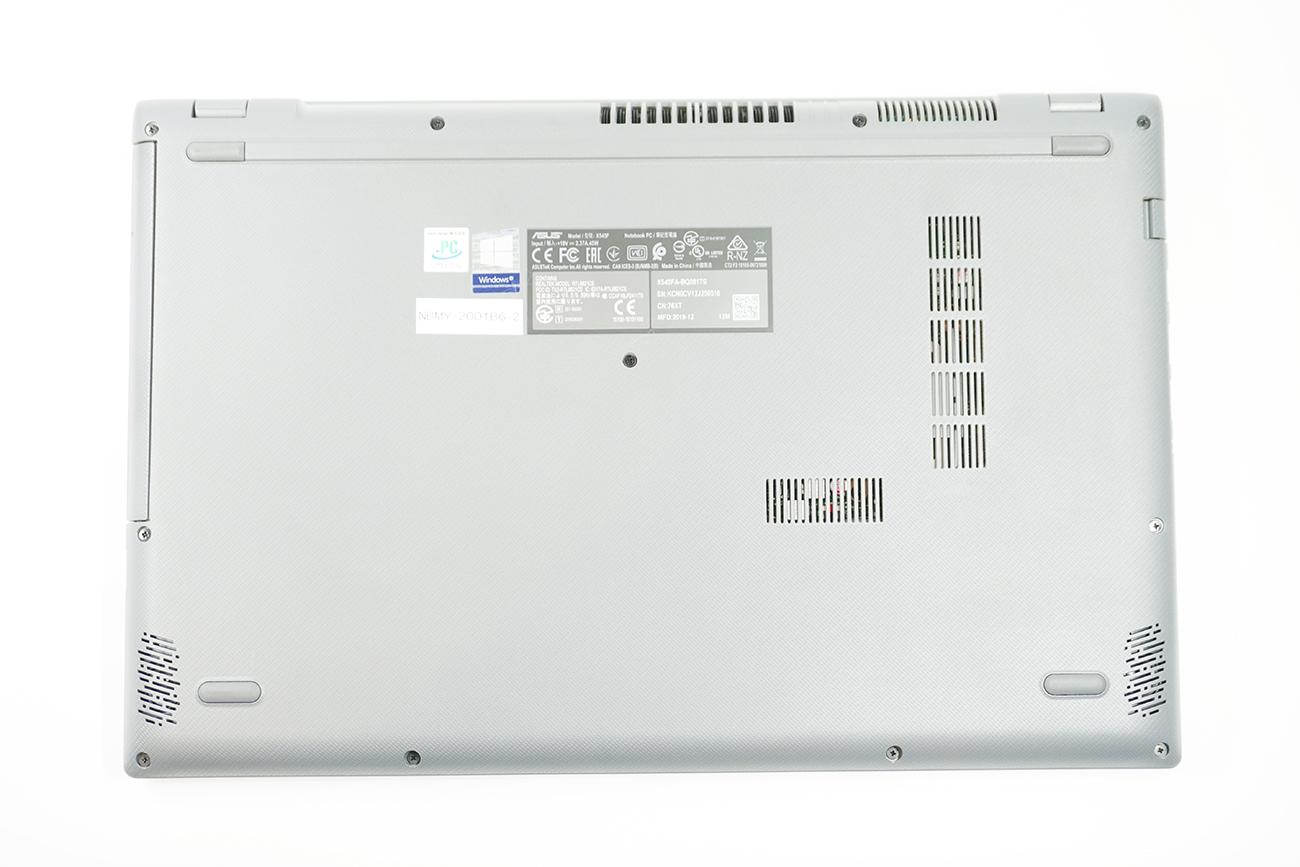 ASUS X545FAの背面