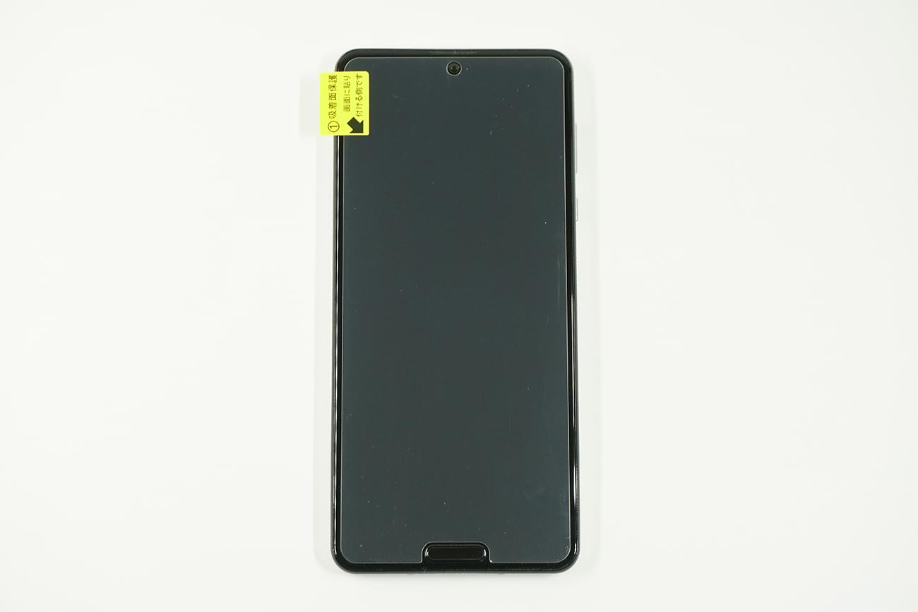 AQUOS R5G用ミヤビックス光沢液晶保護フィルムを貼り付け前