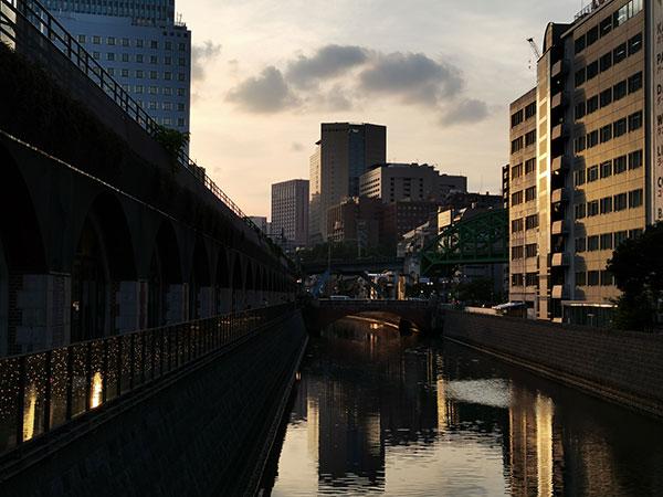 HUAWEI P40 lite 5Gの標準カメラで撮影した夕暮れ時の風景