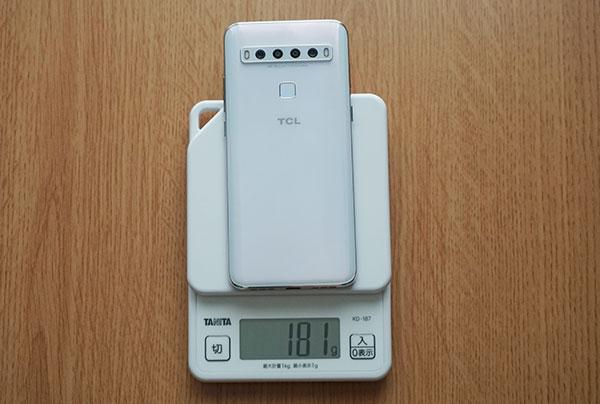 本体サイズは約162.2×75.6×8.4 mm、重さは約180g