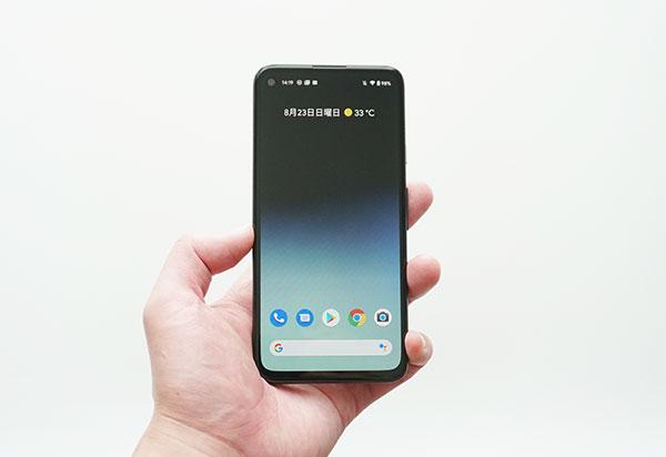 Google Pixel 4a前面