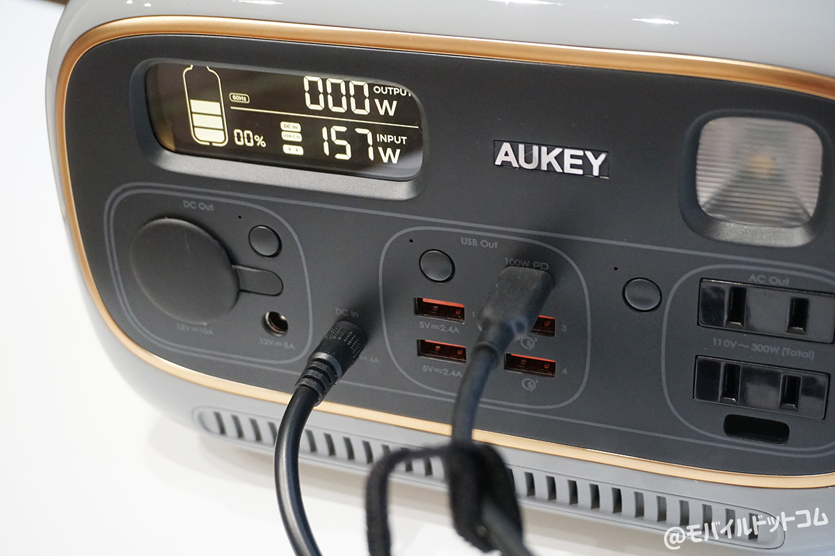 PowerStudioと100W GaN充電器+ACコンセント(60W)