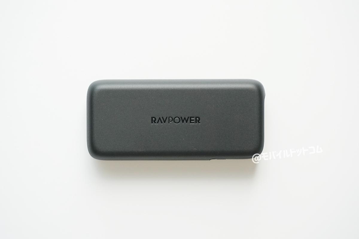 本体正面に「RAVPower」と刻まれています