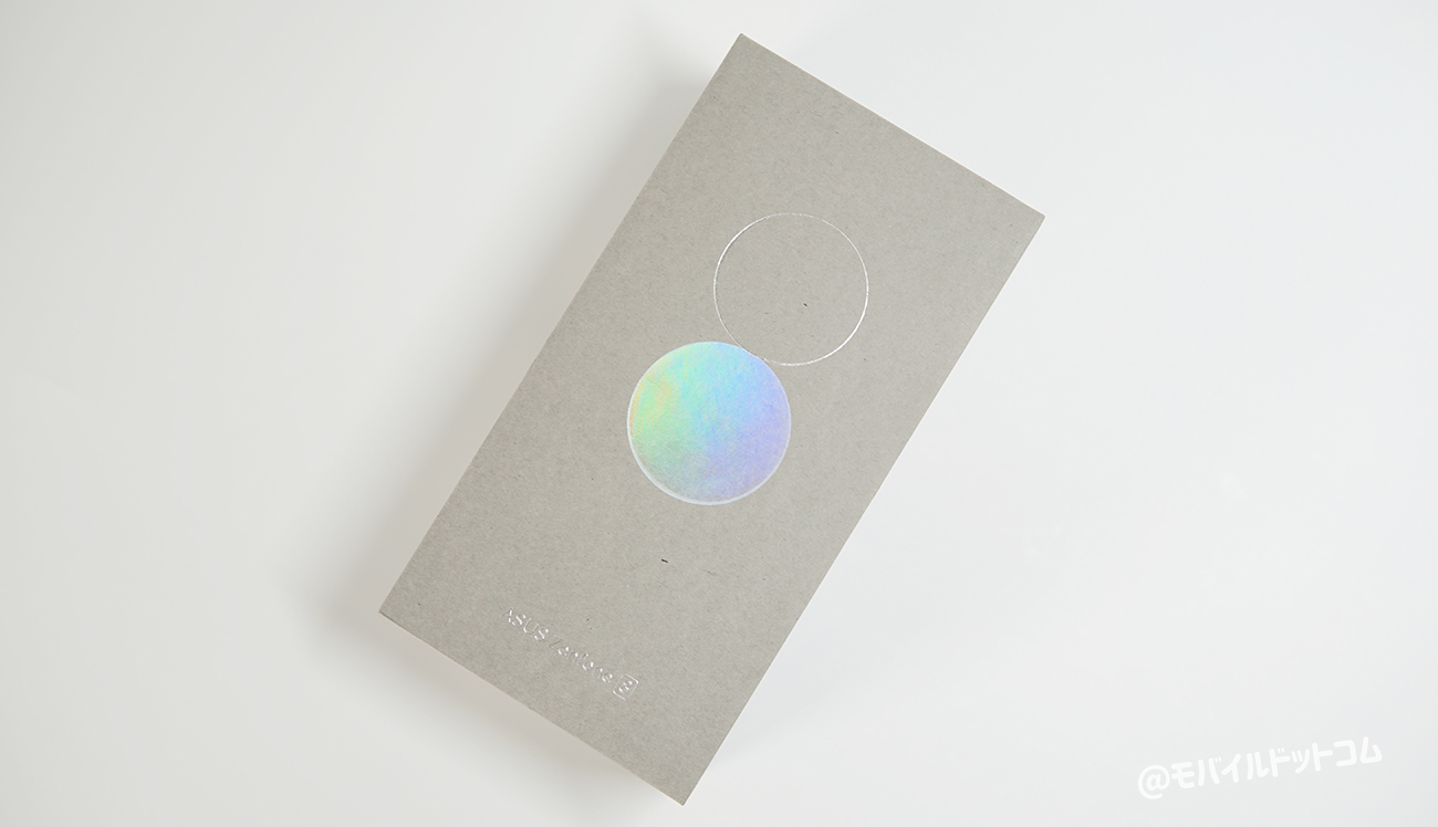Zenfone 8のパッケージ